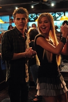 Round 8 is opened! Post a pic of Stefan and Lexi :)