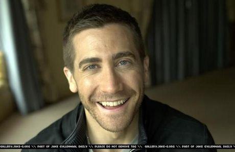 selanjutnya :jake gyllenhaal shirtless :)