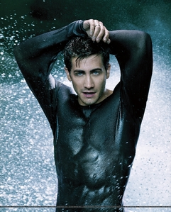 this so hot.......my computer was turned off cuz of hotness was overloaded next:jake gyllenhaal with