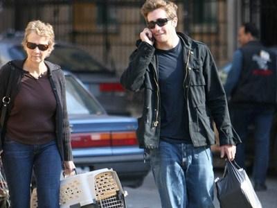 next: jake gyllenhaal wearing white :)
