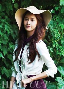 Yes,Yoona. Dinsangi- 5 props Mona- 6 props Kips- 7 props sone4life- 8 props