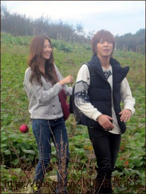 here yongseo at goguma field<br /> next seohyun in short hair