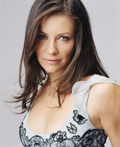 দিন 5 – Your পছন্দ actress Evangeline Lilly