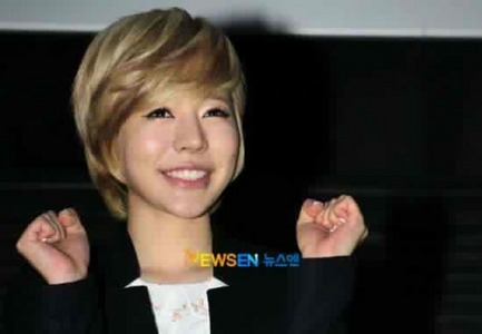 "290.""I think Sunny's smile looks like this—-> :3"""