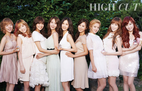 "750.""Seohyun looks so skinny in this photo :-S Maknae eat more! :("""