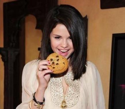 Selena eating