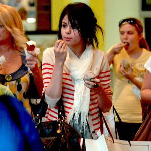 12.Selena Eating