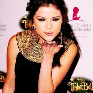 14.Selena Blowing A Kiss