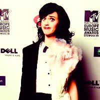 8. Split Personality {Katy Perry is dressed as a boy and a girl and I liked it}
