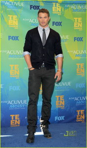 Mine Kellan Lutz
