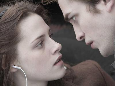 Hot<br /> <br /> Bella and Edward in Twilight??