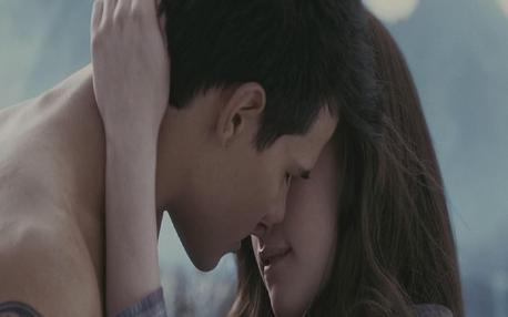 hoooooooooooot !!!!!!!!!<br /> bella and jacob? kiss :) <br />