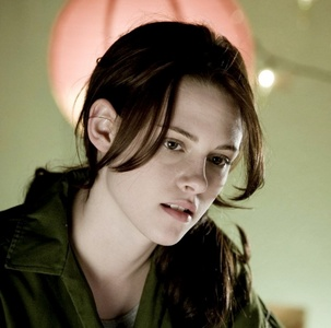 HOT!!  Bella's hair in a ponytail?