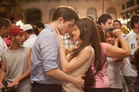 HOT!!  Bella and Edward dancing on honeymoon??!!