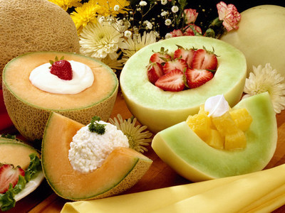 FRUIT WITH COTTAGE OR YORGURT!