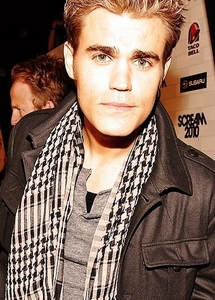 日 7: 最喜爱的 actor/actress? Paul Wesley. He is just so extremely talented. I mean, everyone on the