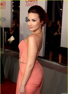 here demi dancing :p