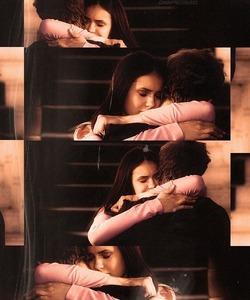 "dia 11: favorito hug - 2x08 ""Rose"""