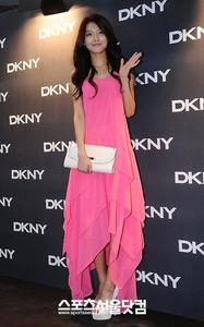 2.pink dress