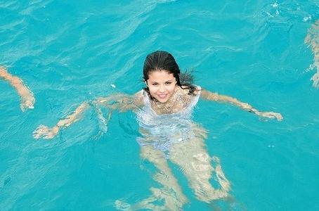 Selena Gomez <333 @MafaldaP.....Liam !!!!