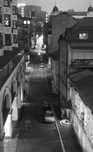 narrow town centre 거리 - twilight