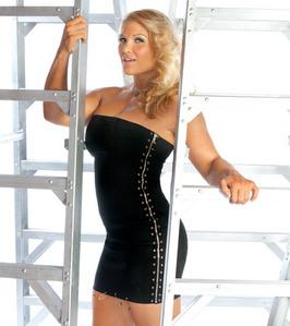 일 02 - 가장 좋아하는 Female Wrestler: [b]Beth Phoenix[/b]