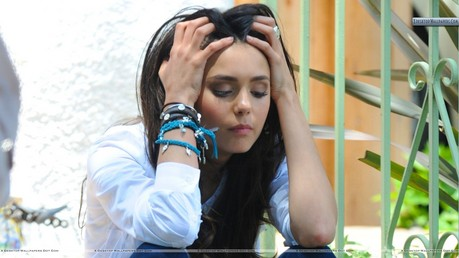 Newvtheme nina sad Pls dont add Elena gilbert или ather rolls Обои _______________________________