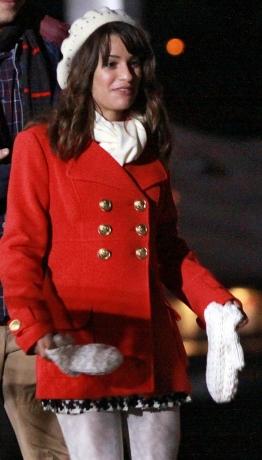 I'm not a huge shabiki of Rachels dress sense, but this coat's gorgeous!! <3