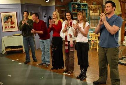 I 사랑 this picture! Haha, the only person looking at the camera is Courteney (Monica).
