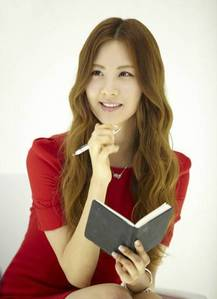 seohyun and her book