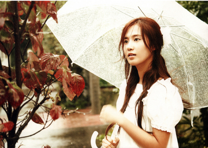 An angelic Yul with an umbrella