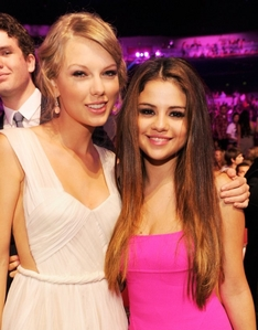 Two Celebs.... Taylor cepat, swift And Selena Gomez