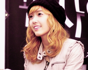 jessica wearing ice topi, cap
