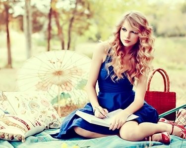[b][i][u]I desire for a pic of taylor in nature/outside[/b][/i][/u] ex-