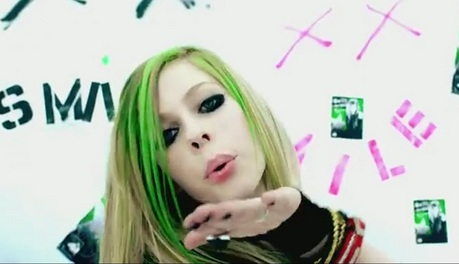 i don't know if it was the pic what あなた wanted, but it was the only one that I found... I want Avril