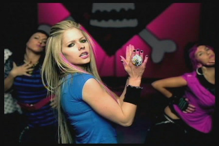 I wanna Avril 歌う in Nike shoes :)