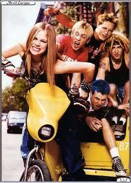 miss them together.... i want avril raise her middle finger :P