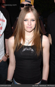 Beatiful eyes :D I want Avril with braids :p