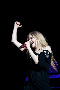 I want Avril with a suitcase :)