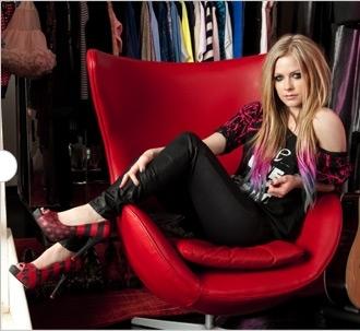 I want Avril with 粉, 粉色 locks