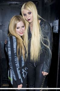 oh sorry... I want Avril with Ben Moody.:)
