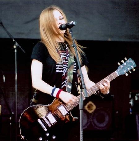I want Avril wearing a black bra