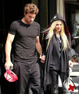 I want Avril with fans :)