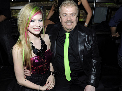 I want Avril playing guitarra