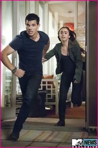 http://www.disneydreaming.com/2011/04/09/taylor-lautner-and-lily-collins-in-abduction-movie/ taylor