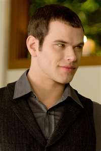 Get off him i love him and he's mine!!!!!!!!!!!!!!!!!!!!!! Go fight with Bella about Edward. Emmett i
