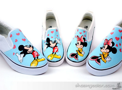 We design this pair of Mickey topo, mouse Themed scivolare su Family Canvas Shoes to let both te and your kids