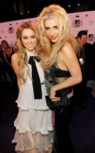 "Not only does Kesha like Miley Cyrus, she also likes uandishi for her. The ""Tik Tok"" singer wrote the"
