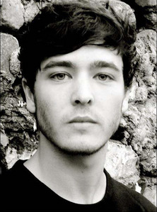 Alexander Vlahos, is going to play Mordred in S5 ! pinagmulan gealeos livejournal ( look at the pic of hi