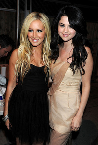This is ma 1st contest in ashley section so plz post pics! ROUND 1 Post a pic of ASH with SEL 1ST:10